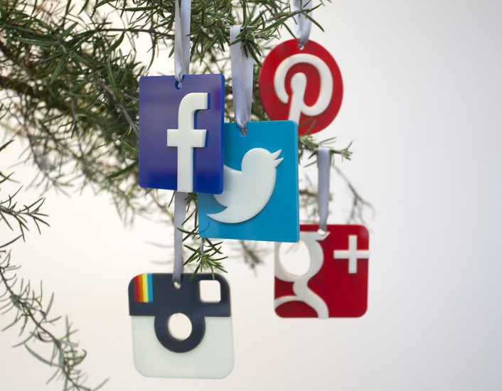 optimize holiday shopping app marketing:embrace social media